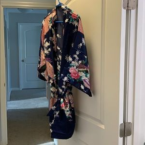 Other - Women's one sized silk robe